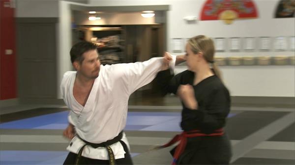 武术教练辅导学生学习武术实拍高清视频素材
