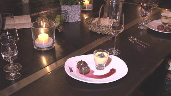 浪漫温馨餐后甜品香槟搭配香薰蜡烛渲染气氛高清视频实拍
