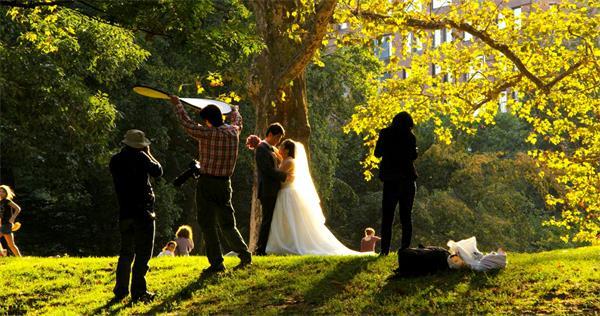 阳光明媚新人拍婚纱照现场实拍高清视频素材