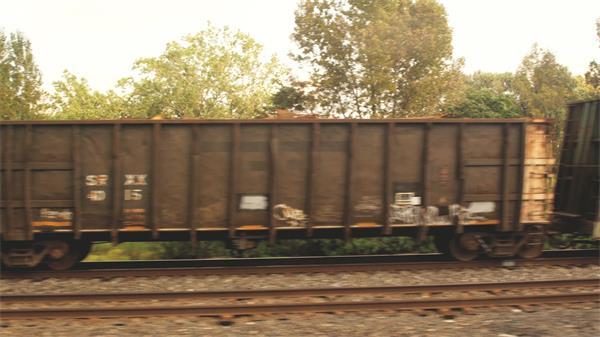 [4K]高速行走中列车沿途风景集装箱轨道美丽景色高清视频实拍