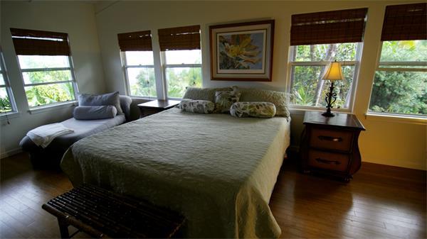 旅游度假圣地卧室双人大床实拍高清视频素材