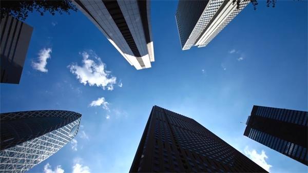 阳黑暗媚高楼盘绕都会修建公司告白实拍高清视频素材