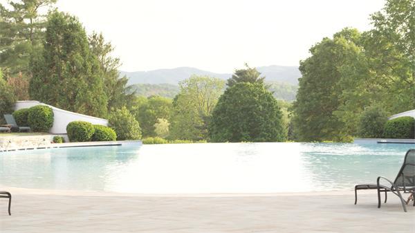 [4K]超级景色配套无边泳池休闲度假娱乐胜地树木茂盛高清视频实拍