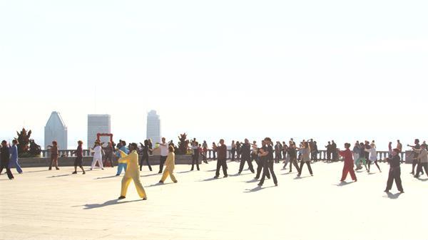 [4K]人们阳光照射下耍太极运动?#22303;?#36523;体广场休闲高清视频实拍