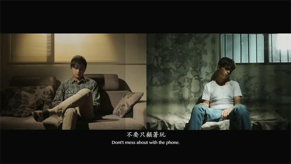 挪动期间青年沉浸手机颓丧生存关爱身边亲人冤家实拍素材