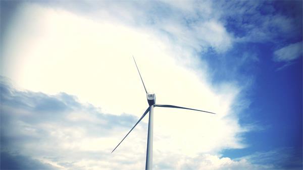 唯美童话般意境变化天?#31449;?#33394;静止风力发电风车高清视频延时实拍