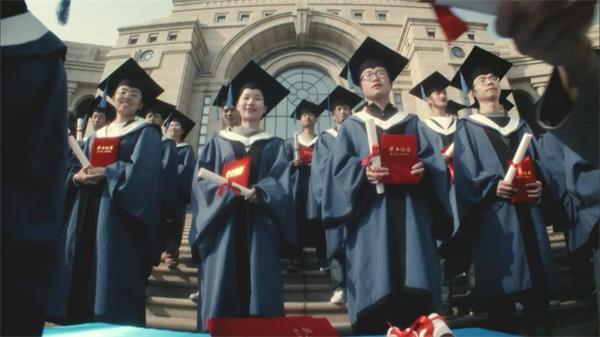温馨家庭师生传授商业广场实拍高清视频素材