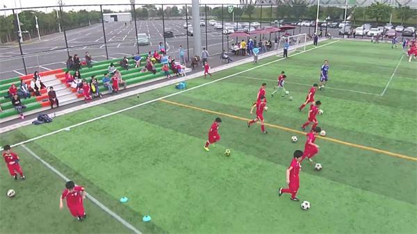 青少年足球培训基地足球练习运动体能训练无人机高清视频航拍