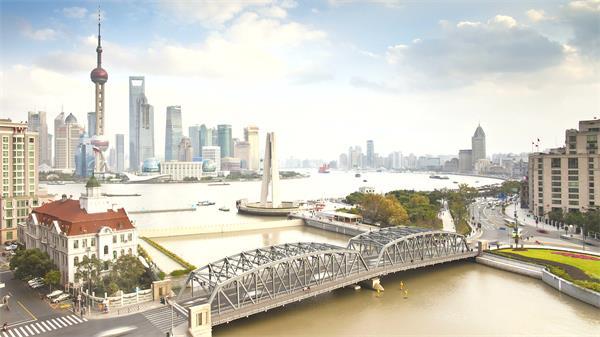 上海浦东繁华景象东方明珠河流车流行驶城市发展高清视频延时实拍