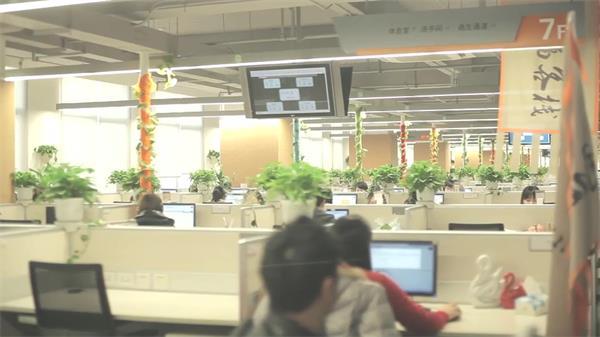 公司企业客服人员沟通打字编辑商务办公场景拍摄高清视频延时实拍