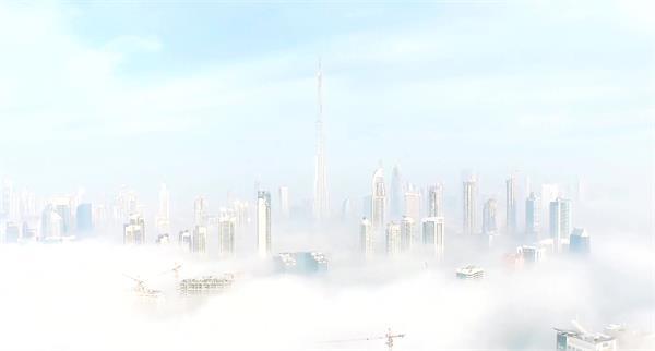 云端上天空之城空中楼阁修建高楼穿过云层展示高清视频航拍