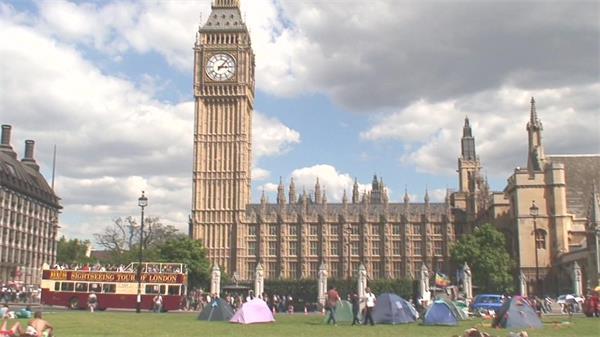 英國街頭文化典雅建筑特色大笨鐘人們草坪帳篷露營高清視頻實拍