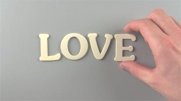 爱的宣言手势摆放英笔墨母拼接LOVE求婚场所高清视频实拍