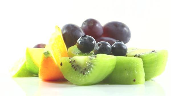 精美水果拼盘摆设旋转展示蓝莓橙子奇异果葡萄水果高清视频实拍