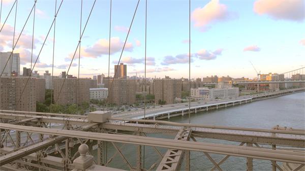 壮丽跨海大桥镜头移动游人行走大桥结构标志建筑高清视频实拍