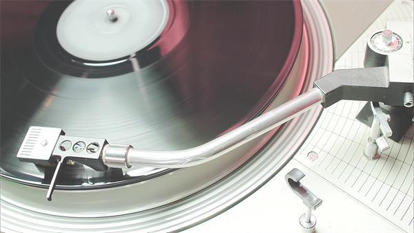 经典黑胶唱片读碟旋转优美音乐播放怀旧气息高清视频实拍