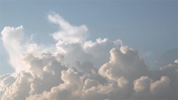 晴朗天空云層運動千變萬幻大自然循環規律云朵高清視頻實拍