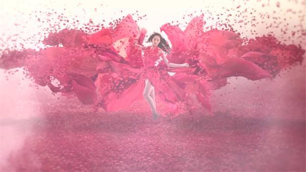 高雅大气红色飘带花瓣飞舞女士拍摄宣传广告背景视频素材