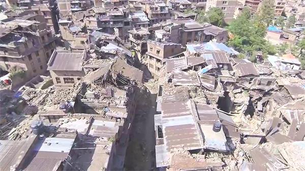 大自然灾害地震灾害后倒坍房屋接济工作高清实拍视频航拍