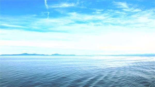 [4K]壮丽海平面蓝天云朵移动海洋泛起波浪唯美海景高清延时拍摄
