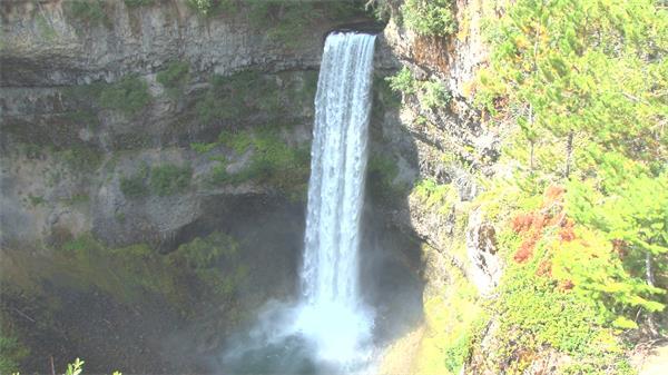 震撼壮丽森林阳光照射高山间瀑布景色自然风光美景高清视频拍摄