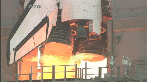高科技太空飞船发起机火焰动力迸发倒计时升空高清特写视频实拍