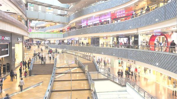 现代化都市大型商业购物中心人员流动繁华景象高清视频实拍