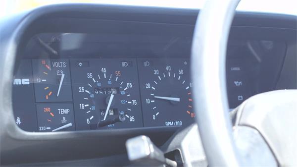 汽车里程仪表盘车速表方向盘定镜变焦高清视频实拍