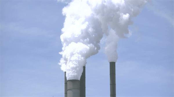 工业生产废气排放蒸汽滚滚烟筒生产环保生产检测高清视频实拍