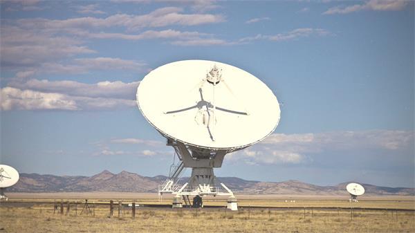 现代科技设备云卫星盘方向移动探测天空云层变化高清视频延时实拍