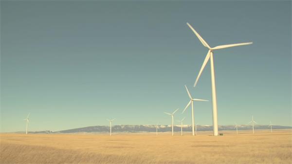 美丽草地风车旋转风力发电机唯美休闲景色自然风光高清视频实拍
