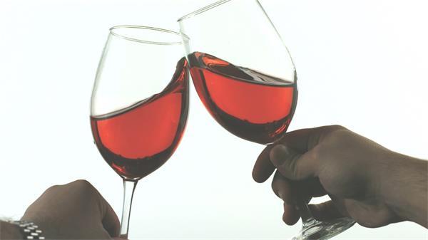 红葡萄酒慢举措举杯饮料液体游荡喜庆贺贺敬酒高清视频延时拍摄
