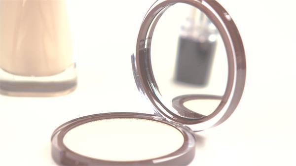 咖啡色女士化妝品粉餅盒唇膏延時鏡頭高清視頻實拍