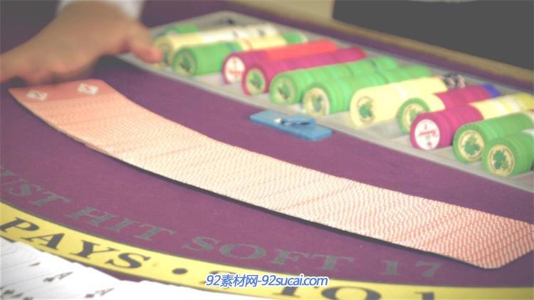 高手荷官技巧上洗扑克牌赌桌教程慢动作镜头把手插座接赌场图片