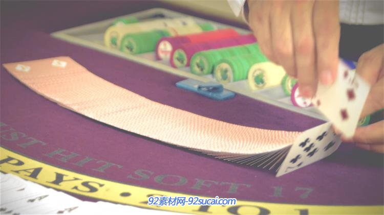 赌桌荷官技巧上洗扑克牌教程方法慢动作赌场高中控室v赌桌操作镜头图片