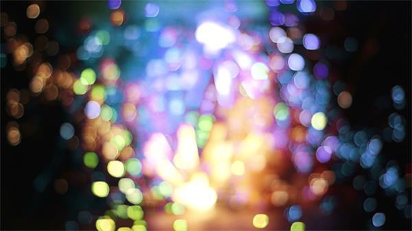 缤纷色彩烟花天空绽放模糊镜头对焦火花爆炸夜空背景视频素材