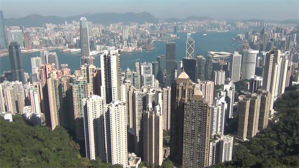 高山上观赏香港风光景色密集高楼大厦排布高清视频实拍