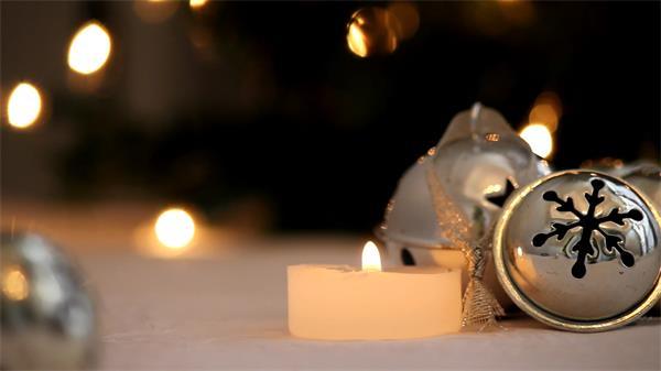 浪漫銀色鈴鐺白色蠟燭燭火靈動動鏡頭特寫高清視頻實拍