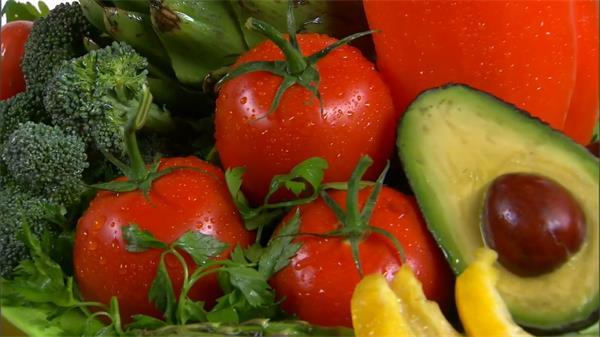新鲜西兰花西红柿青椒牛油果蔬果类食品展示镜头高清视频实拍