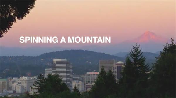 人们驾车爬山拍摄郊游欣赏美丽雪山风景昼夜记录延时高清视频实拍