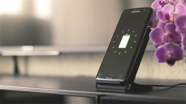 科技智能手机坐式充电器快速充电手机桌面电量显示高清视频实拍