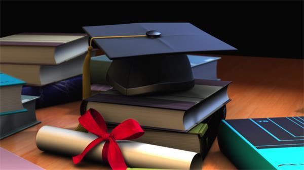 书桌摆放书本层叠学士帽镜头视觉旋转儿童节毕业典礼开场视频素材