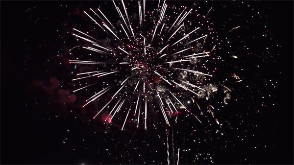 璀璨烟花绽放点亮天空大型烟花晚会表演高清视频延时视频