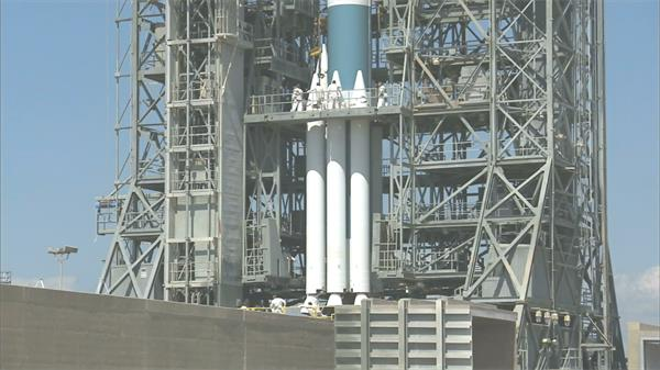 科技科学航天技术火箭发射人员研究航空人员工作交流高清视频实拍