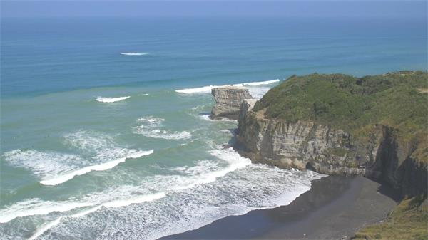 一望无际山清水秀甘比特鸟高空飞翔海岸线动物姿态高清视频实拍