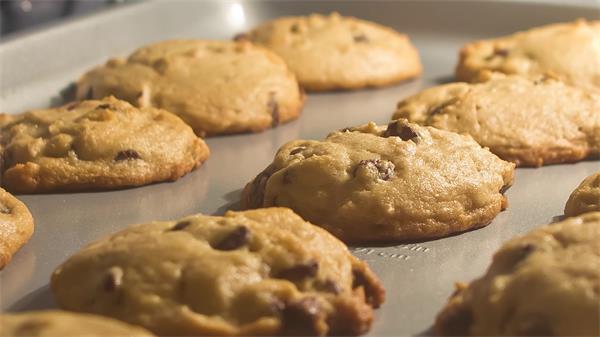 美味甜点烤饼干粉团膨胀缩小食品烤制延时记载高清视频摄影