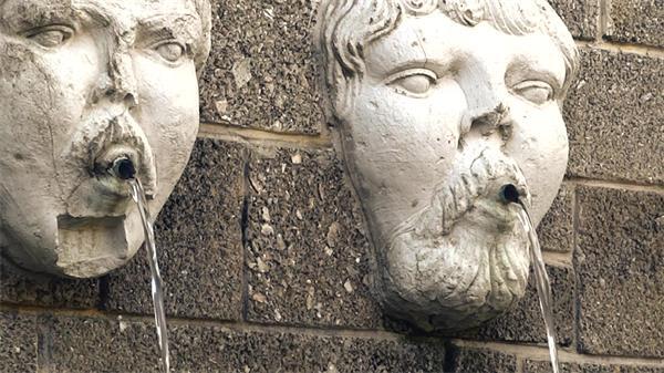 公園審美性建筑工藝石雕像噴泉水流動動態遠近鏡頭高清視頻實拍