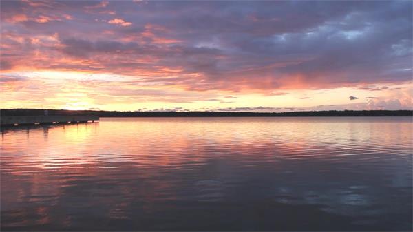 多姿多彩迷人天空日落照耀海洋如画般唯美景色特写高清视频实拍
