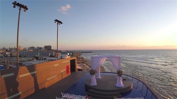 城市建筑海邊擺放舞臺凳子唯美日落海景自然景色鏡頭高清視頻實拍