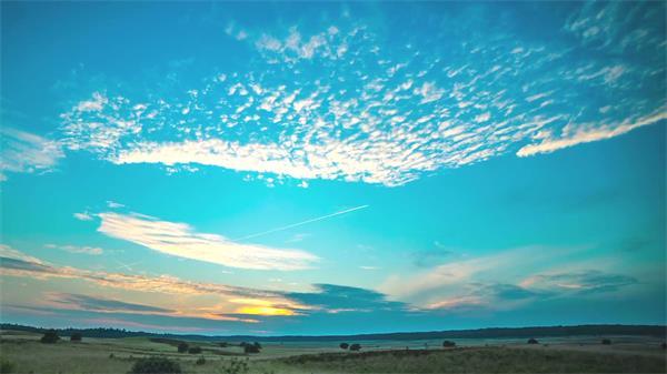 自然唯美日落晚霞云層變化寬闊草原自然風光延時鏡頭高速視頻實拍